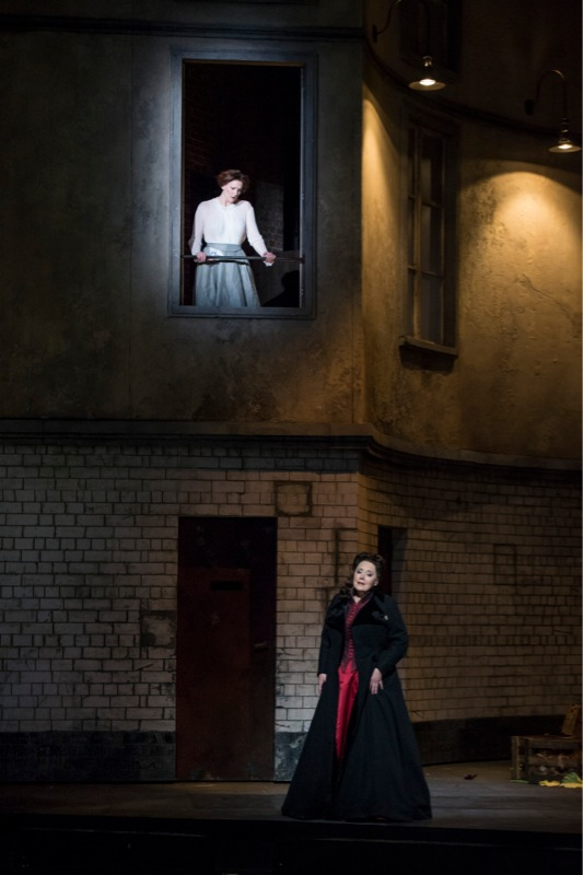 Elsa and Ortrud, WNO/ Bill Cooper